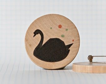 Illustrated wooden brooch - Black Swan