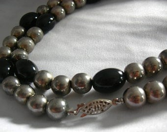 Silver Tone and Black Barrel Beads Necklace - Unsigned - Vintage
