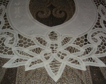1980s Beautifully Detailed 100% White Cotton Detachable Collar