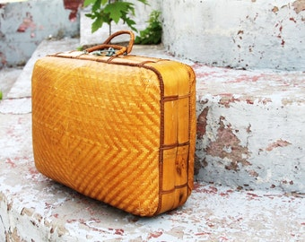 Plaited 1940s bamboo personal travel suitcase