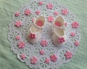 edible/fondant baby shoe cake topper
