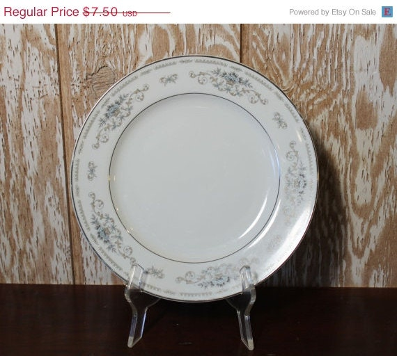 SALE 35% OFF China Dinner Plates - Diane Pattern Made in Japan. A28