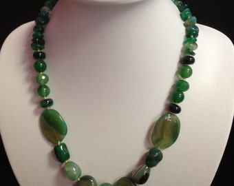 Green Agate Gemstone Necklace, Agate jewelry, Green beaded necklace, Green stone necklace