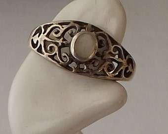 Sterling Silver Ring with Scroll Design and Mother of Pearl Size 6.5 [L08]