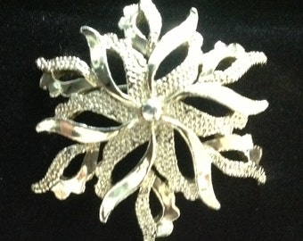 Vintage Flower/Star/Snowflake Brooch. (Signed Gerry's)