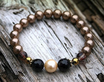 Beautiful shell pearl bracelet