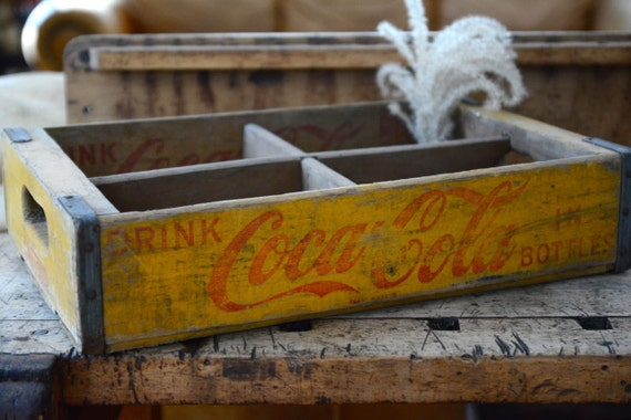caisse en bois vintage coca cola jaune. Black Bedroom Furniture Sets. Home Design Ideas