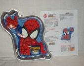 2004 Wilton Marvel CAKE PAN SPIDERMAN Spidey Spider-Man with Insert & Instructions Excellent Comic Book Birthday