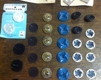 39 assorted vintage buttons