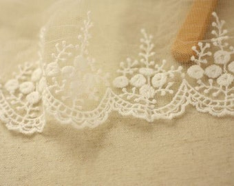 off White lace trim, embroidered lace, antique lace trim, vintage lace, scalloped trim lace, 2 yards  WSCX010B