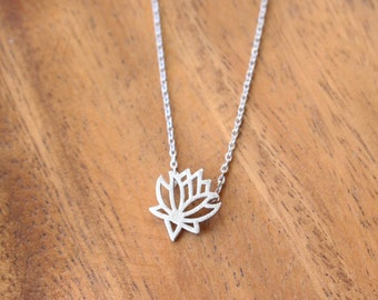 SALE: 30% OFF - Lotus flower necklace - Silver