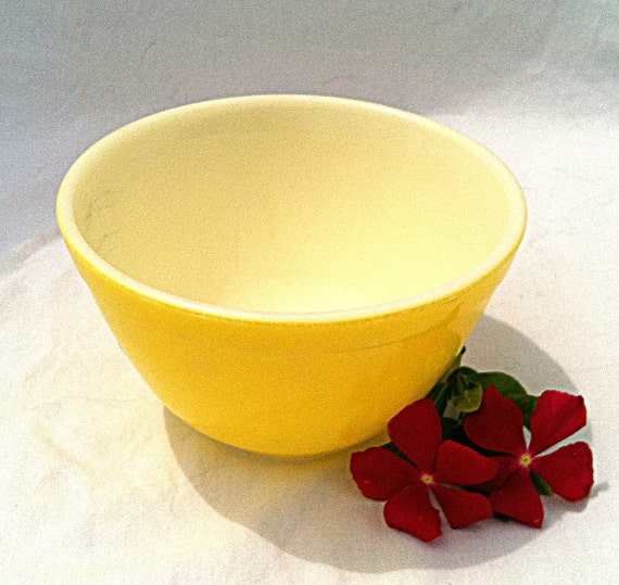 Vintage Pyrex Yellow 401 Mixing Bowl 1 and 1/2 by ...