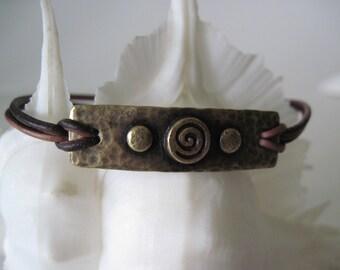Bracelet.   leather  brown bracelet