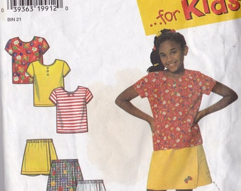 Simplicity 7547 Vintage Pattern Girls Top and Shorts in 3 Styles Size 3-6