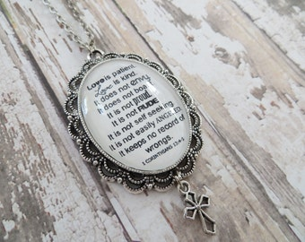 1 Corinthians 13:4-5 Love Is Patient Love Is Kind Black/White Glass Pendant Necklace With Silver Cross Charm