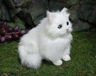 White Snowy Sitting Cat Kitty Adorable Furry Animal Taxidermy Figurine Decor SM