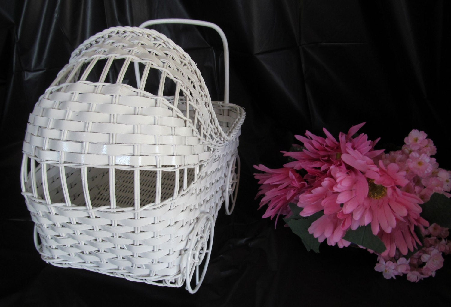 Vintage wicker baby carriage great for baby shower for Baby carriage decoration