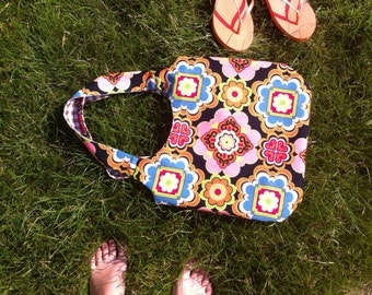 Retro tote bag with a super retro flower print and a 70's brown blocked lining