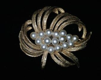 Gold Pearl Pin