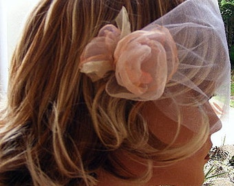 White blusher veil with pink organza flowers and Swarovski pearls, Voilette blanc et rose