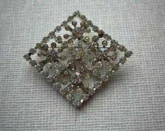Vintage H. Pomerantz N.Y. Rhinestone Diamond Silver Tone Brooch Pin