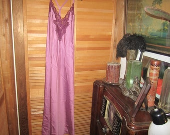 1970s Womens Vtg. Nightgown And Robe Sold As Is