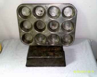Lot of Two- Vintage 1930s Ekco Ovenex Baking Pans-!2 Muffin Pan and Starburst Loaf Pan, Baking Ovenware, Baking Pans, Ovenex Muffin Pan
