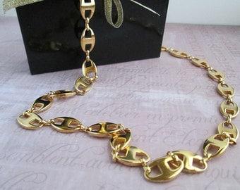 Versatile Vintage Gold Oval Linked Necklace an Elegant Compliment to Your Wardrobe