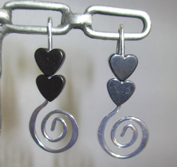 Lovely circle and heart dangle earrings!  Don't forget the gift for mom!