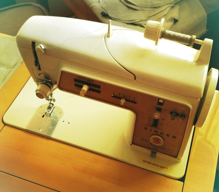 vintage Singer sewing machine - handmade clothes by Le Blusine