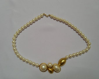 Vintage Faux Pearl Necklace with Beautiful Gold Tone Center