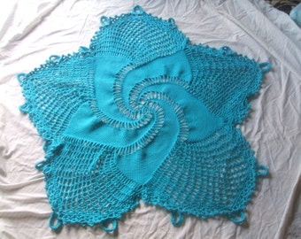turquos blue swirl five point afghan