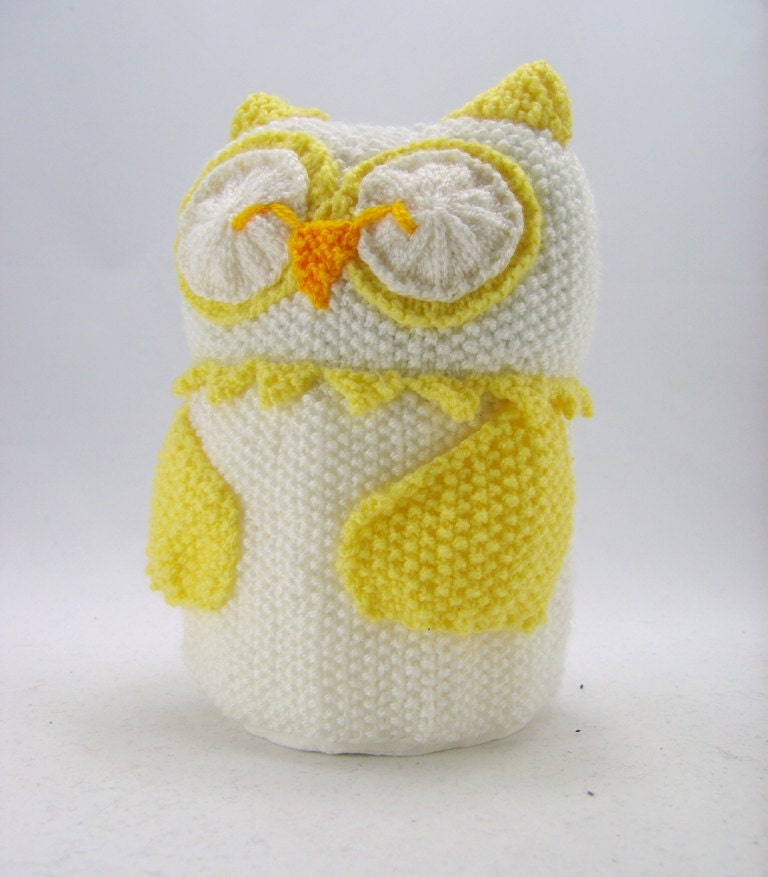 Knitting Pattern For Toilet Paper Holder : KNITTING PATTERN Owl Toilet Roll Holder Yellow and White