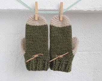 Wool mittens. women's mittens. Crochet Mittens with leather heart. bottle green. oatmeal. wool gloves. knitted mittens. wool with leather