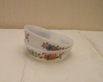 Two Vintage Pyrex Carnaby Tempo Pattern Small Dishes