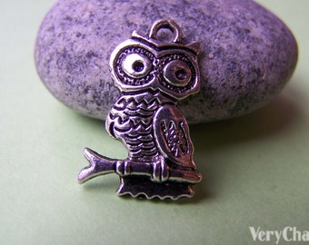 10 pcs of Tibetan Silver Antique Silver Lovely Owl Charms 14x19mm A1838
