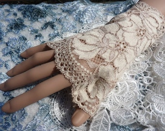 Gorgeous fingerless lace gloves