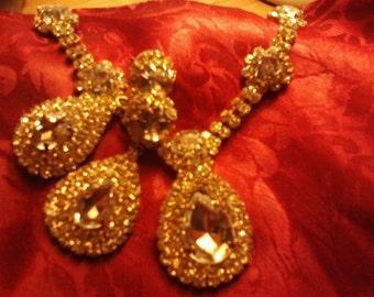 Beautiful Rhinestone Necklace and Earring Set
