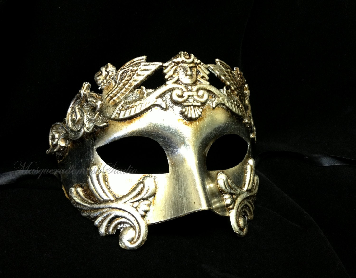 At a Glance: This Venetian Masquerade Mask Roberto is a male version of the traditional Colombina mask. This is #6 in out Robberto luxury style masks for men. This right side of the mask is .