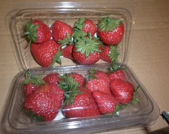 Faux Strawberries in Plastic Punnet - VERY realistic - Perfect for adding to wreaths and topiaries