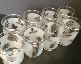 Set of 8 vintage mid-century Libbey drinking glasses in frosted glass and silver leaves