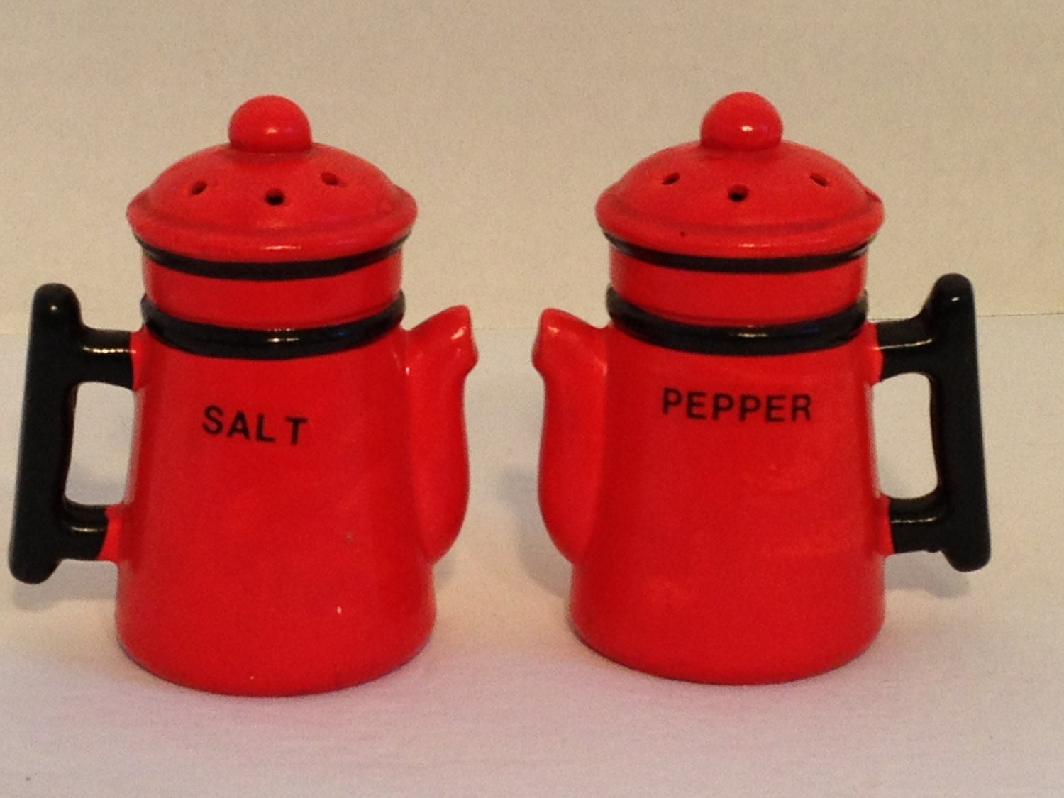 Cute Vintage Coffee Pot Salt And Pepper Shakers