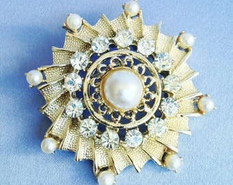 Gorgeous Clear Rhinestone & Faux Pearl on Tiered Gold Brooch Pin