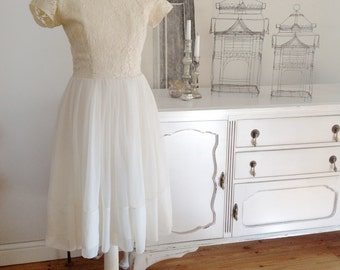 Vintage 50s or 60s wedding dress lace and chiffon