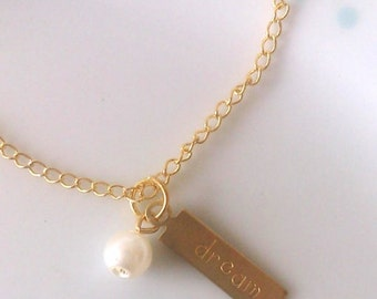 Gold Inspiration Word Charm and Pearl Pendant Bracelet, CHOOSE, Love, Hope, Dream, Simple, Pretty
