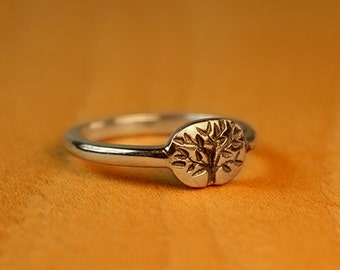 Narrow Tree of Life Wedding ring in sterling silver. Women's wedding band. Alternative Wedding Ring.
