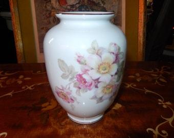 Schumann Arzberg, German Wild Rose Vase