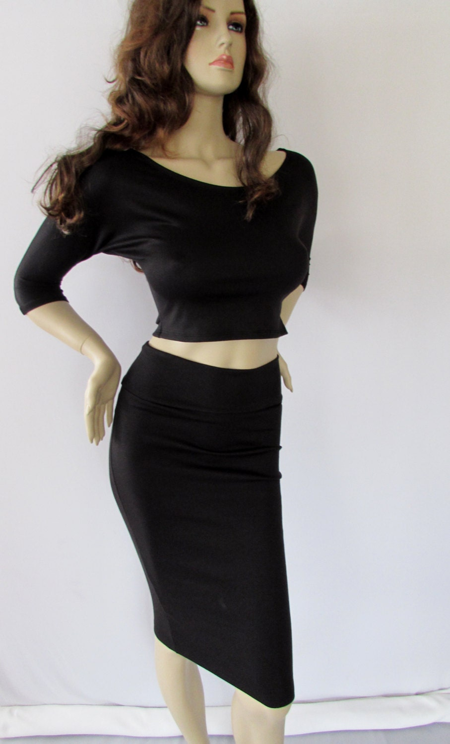 Whether you're looking for pencil skirts for a more sophisticated look or sexy mini skirts for a night out, bebe has the right skirt for every occasion. Choose from a variety of styles from sexy lace skirts to knit circle skirts and all the colors to match your next outfit, including black, white, pink, red and more!