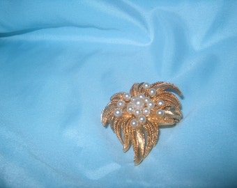 Vintage Costume Jewelry, Lisner Signed Pearl Brooch Pin, Goldtone Metal, WAS, 25.00 - 50% = 12.50