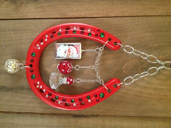 Lucky horseshoe christmas gift red wall decor good for How to decorate horseshoes
